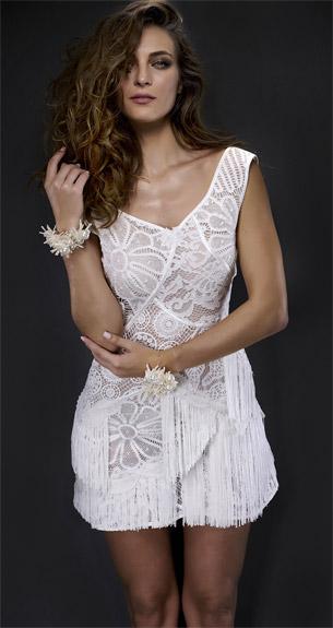 vestido curto de renda com detalhes franjas Martha Medeiros verão 2017