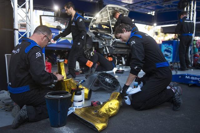 WRC Mechanics in service area