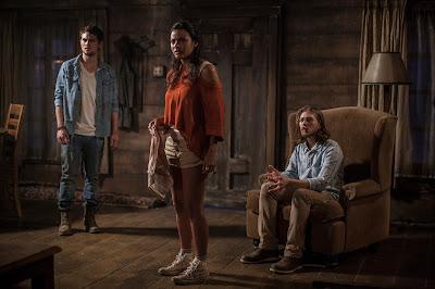 Evil Dead - David (Shiloh-Fernandez), Olivia (Jessica Lucas) & Eric (Lou Taylor Pucci)