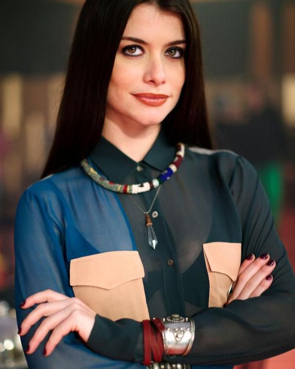 Namorada de Cael, amante de Marco. Valentina fará de tudo para tirar Raíza do seu caminho, até mesmo se tornar aliada dos rivais da garota.