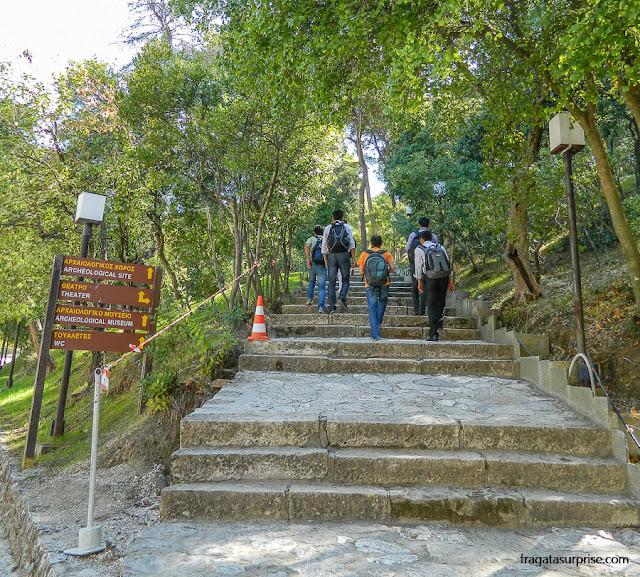Trilha no Sítio Arqueológico de Epidauros (Asklepeion), Grécia