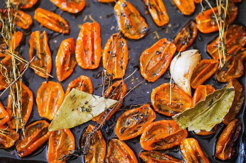 Recette facile : tomates cerises séchées confites à l'huile d'olive et aux herbes de Provence