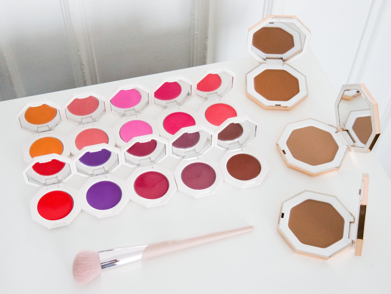 Cheeks out freestyle cream blush & bronzer de Fenty Beauty