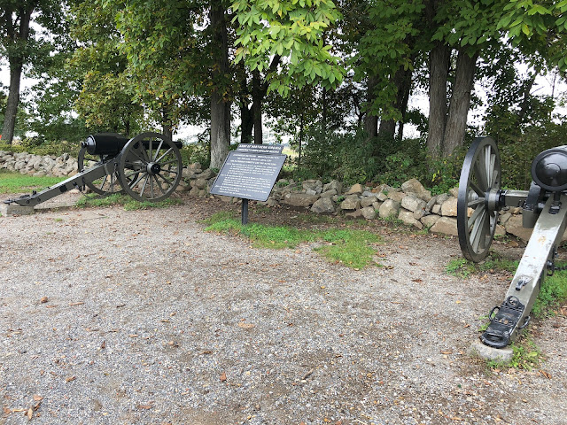 Cannons and sign at Gettysburg Battlefields