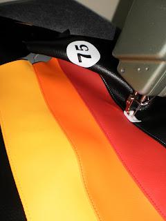 Cosiendo el tapizado para sun sillín de Vespa