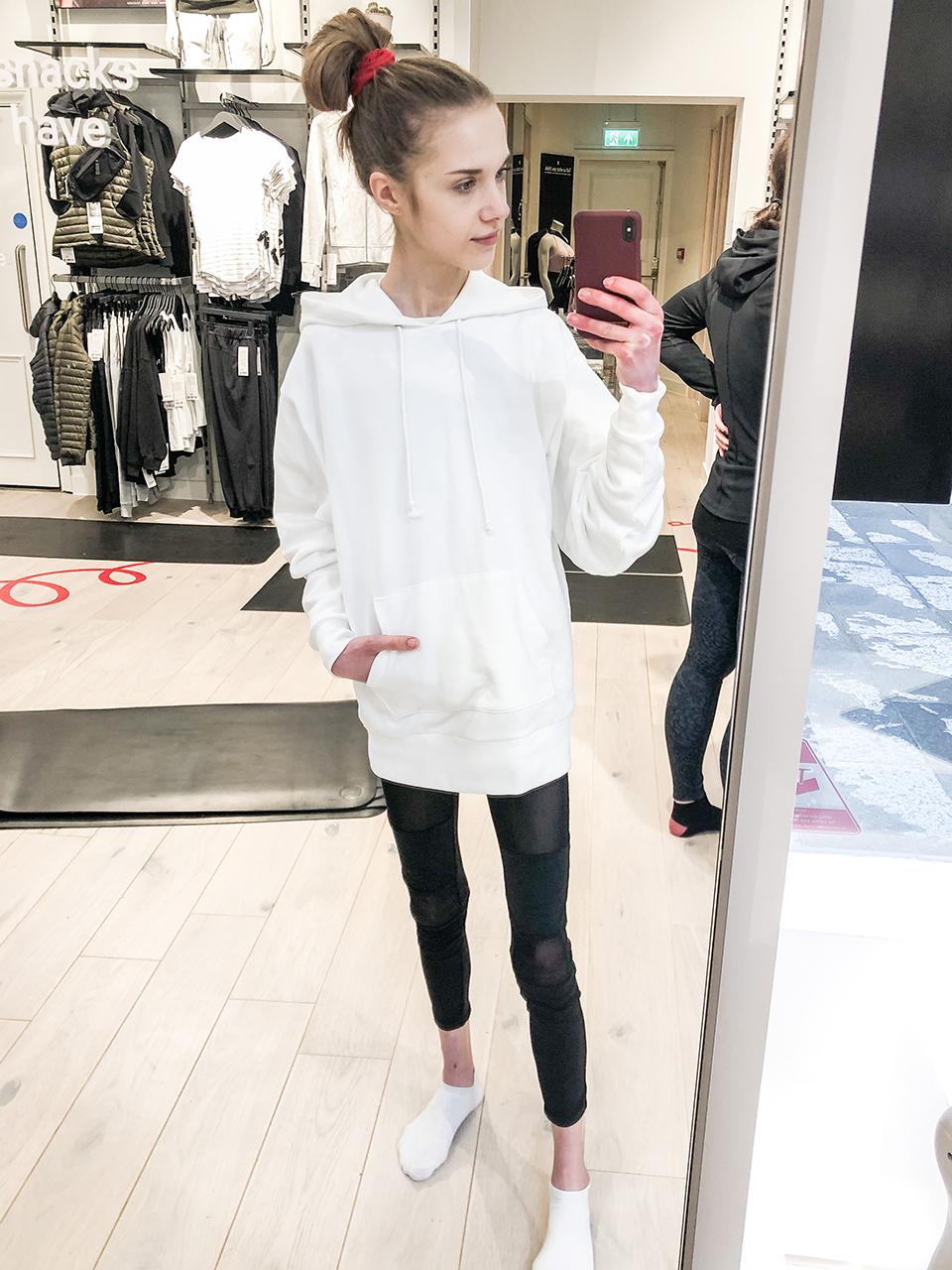 Yogawear, mesh leggings, white cotton hoodie - Joogavaatteet, mesh-leggingsit, valkoinen puuvillahuppari