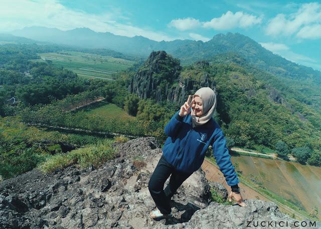 Foto Cantik di Gunung Sepikul