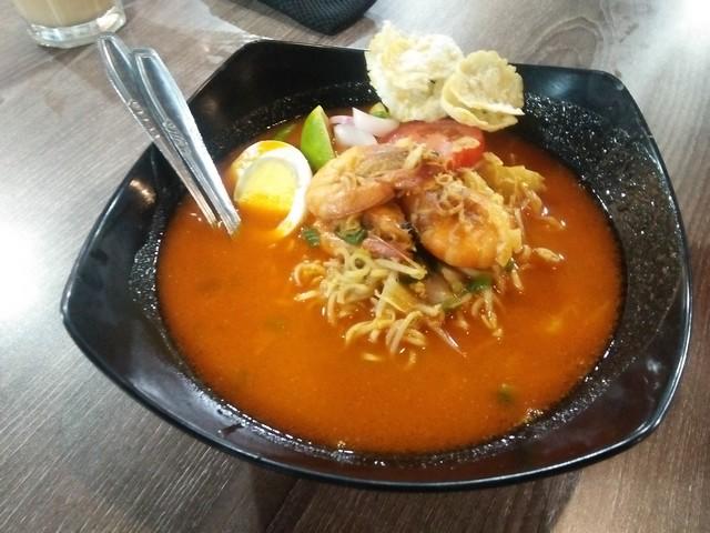 Mie Kak Ros Udang;Kenikmatan Sensasi Kuliner Aceh di Kedai Pak Cik Abin Malang;