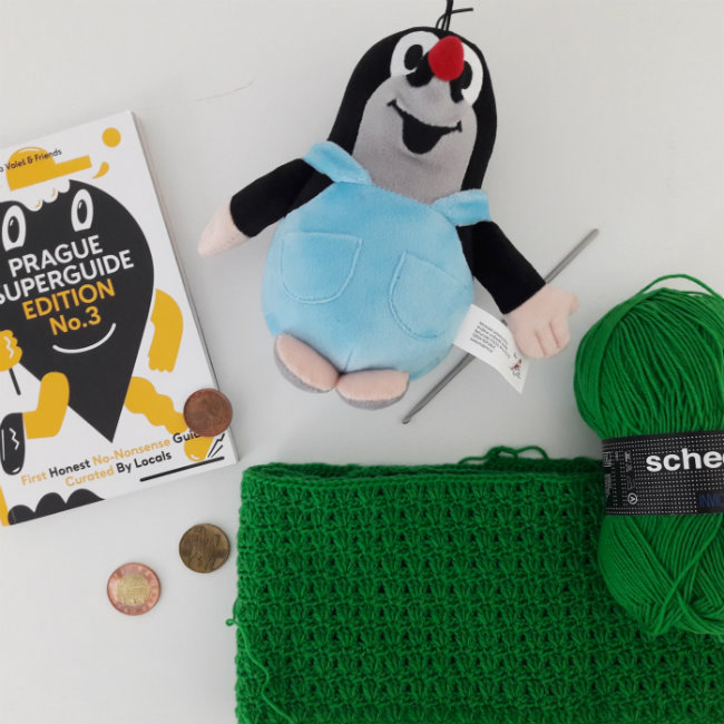 Some #crochetonthego and impressions of Prague | Happy in Red