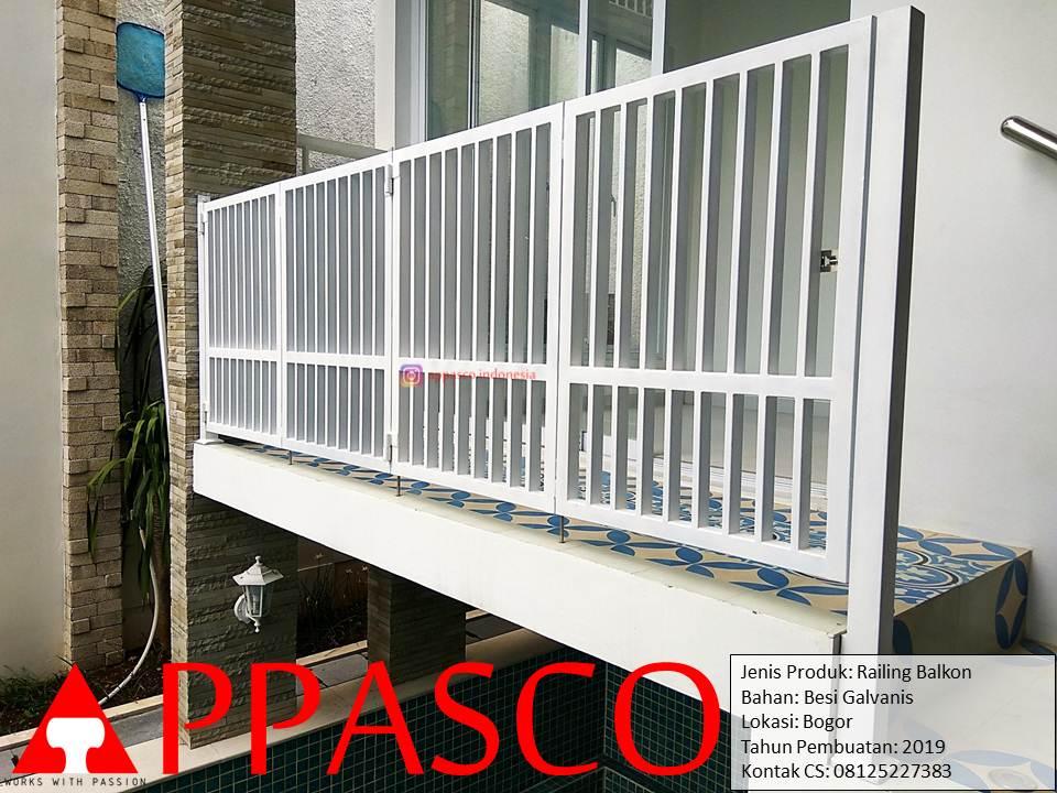 Railing Balkon Putih Minimalis di Bogor
