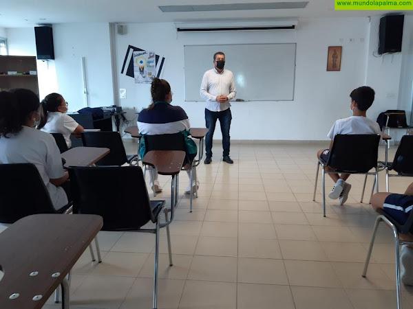 El alcalde acerca la administración local a los escolares de Santa Cruz de La Palma