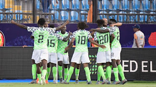 Video: Dollar rain for Super Eagles players for beating Cameroon