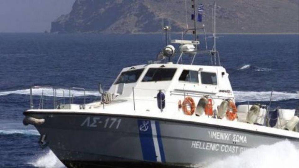 Μηχανική βλάβη σε σκάφος στην Καβάλα προκάλεσε αναστάτωση