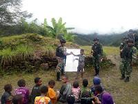Demi Generasi Cerdas, Satgas Yonif Raider 514/Divif 2 Kostrad Mengajar Anak-Anak Kampung Yambi