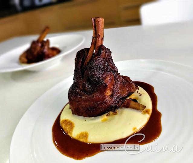 Jarret-Xai amb Crema de patata al Ví Negre, Cuina de Nadal, Casolana, Jarrete de Cordero, l'Essència de la cuina, blog de cuina de la sònia