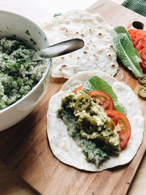 tortilla täytössä