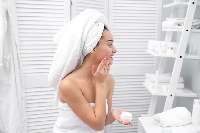 Rutina cosmetica ideala: ce trebuie sa faci zilnic, saptamanal si lunar