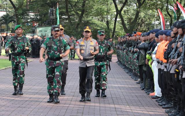 Panglima TNI Bersama Kapolri Pimpin Apel Pengamanan Natal dan Tahun Baru