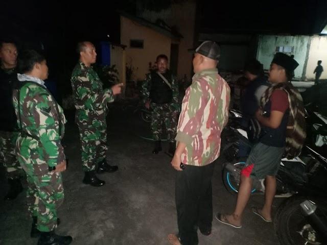 Amankan Wilayah, Personel Koramil 0821/01 Dan Polsek Lumajang Gelar Patroli Gabungan