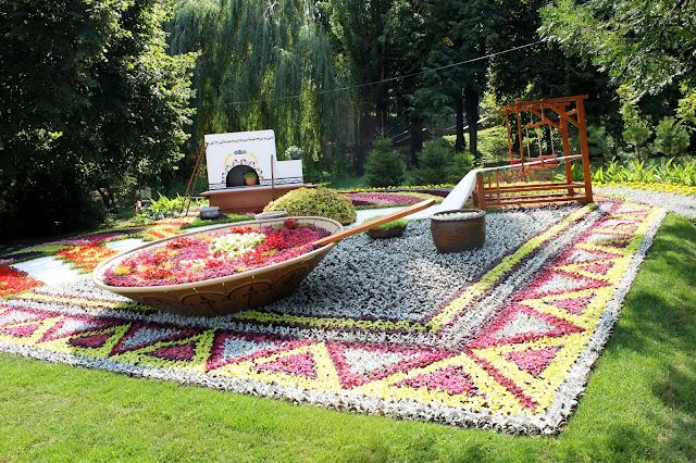 Цветочная инсталляция «Культура и гостеприимство украинского Полесья»