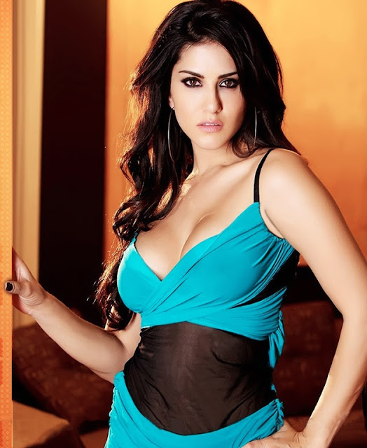 Sexy Sunny Leone pic to drive your mid-week blues away