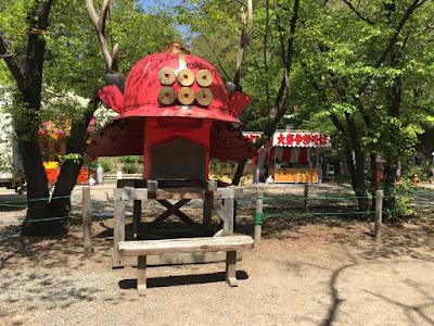 真田神社 赤備え兜のオブジェ
