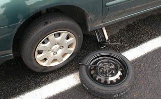 Banyak sekali kendala yang harus dihadapi oleh seorang pengemudi mobil Tips Aman Mengganti Ban Mobil Sendiri