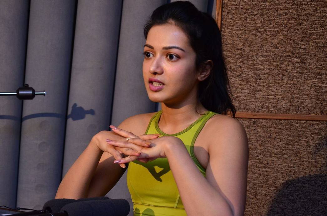 Catherine Tresa Without Makeup Face Stills In Green Top