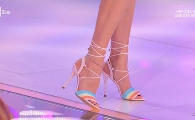 Bianca Guaccero scarpe sandali piedi detto Fatto 6 aprile