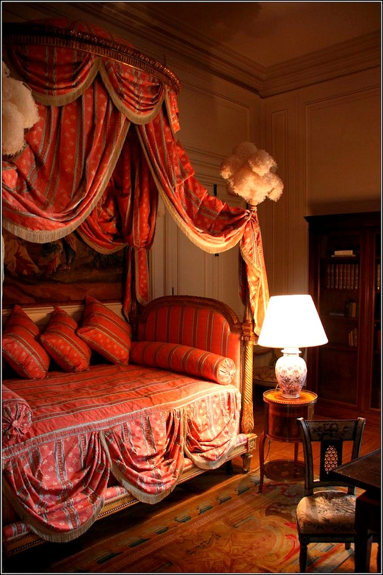 Romantic Red Bedroom Ideas: Eye For Design: The Lit à La Polonaise....Elaborate And