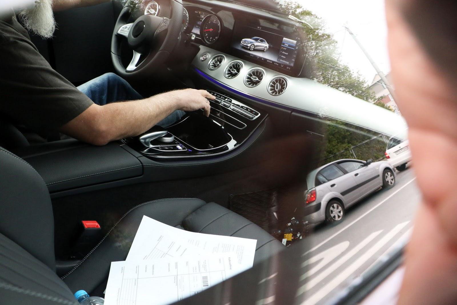 2017-Mercedes-E-Class-CoupeInt2
