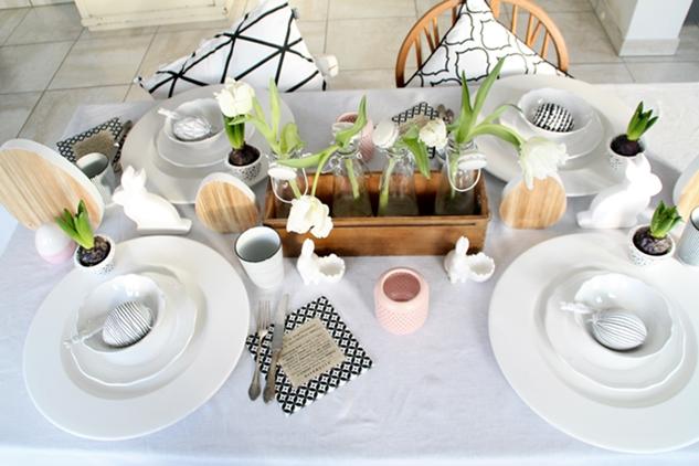 Dekoideen Ostertisch, Deko-Donnerstag mit Verlosung zum Thema Ostertisch, Frühstücksset, schwarz weiß Holz