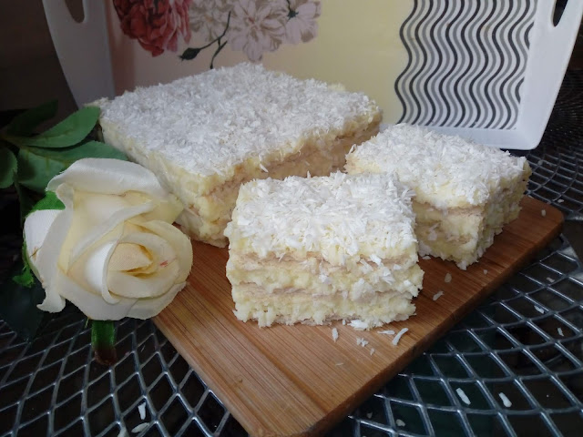 raffaello bez pieczenia raffaello na krakersach ciasto kokosowe kokosowy przekladaniec ciasto z wiorkami kokosowymi kokosowiec kokosanka