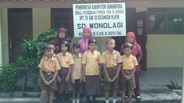 Kisah Insipratif Guru SD di Gunungkidul Tempuh Ratusan Kilometer untuk Mengajar