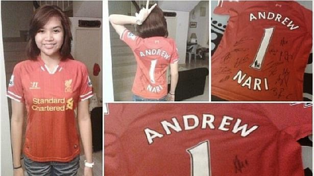 Ms Maira Elizabeth Nari thanked three Liverpool fans from Malaysia for giving her a signed jersey in honour of her football-mad father Andrew Nari.