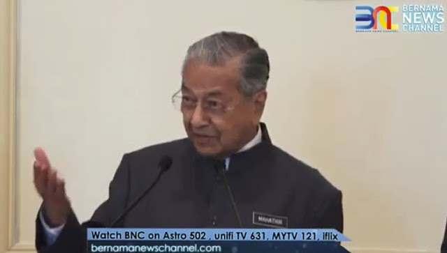 Mahathir Minta Wartawan Tanya Jokowi Alasan Tolak Bantuan Padamkan Karhutla