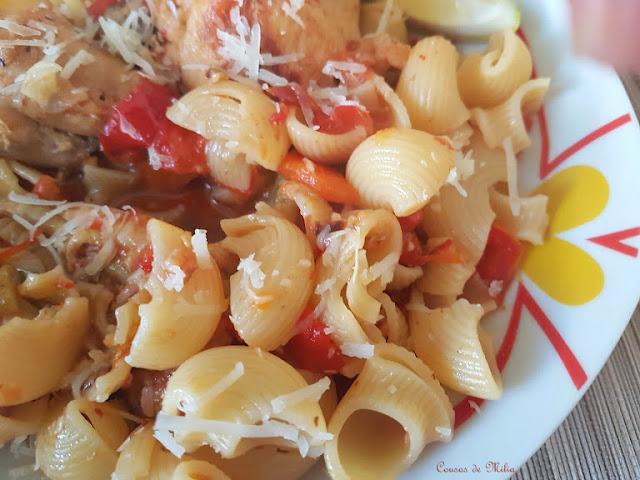 Pollo con verduras y pasta