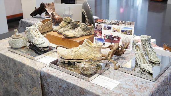彰化縣陶藝學會會員聯展 陶土創作仿真鞋子