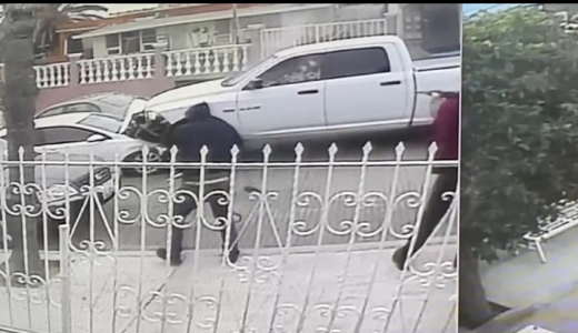 Video: Sicarios interceptan e intentan ejecutar a GESI, quienes en su ultimo intento les aventaron la camioneta pero ahí fueron rematados