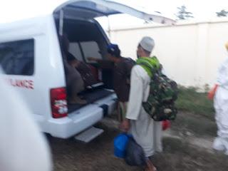 Petugas Covid-19 Evakuasi Pasien PDP Kabupaten Dompu