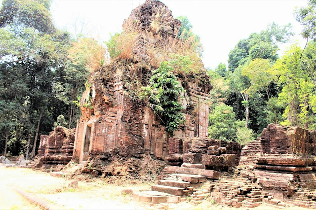Temple on Phnom Kulen mountain, Cambodia - travel blog