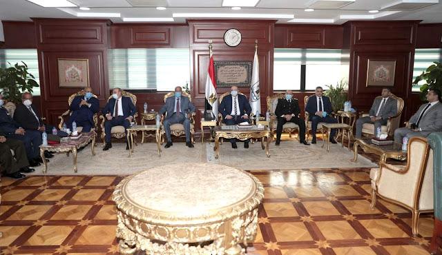 محافظ بني سويف يٌكرم 6 من محافظى بني سويف السابقين ضمن فعاليات العيد القومي
