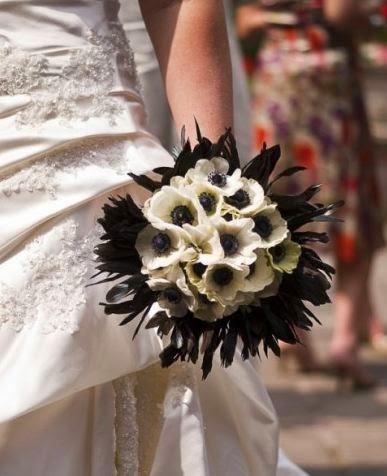 wedding bouquet ideas 30 ideas of black and white wedding. Black Bedroom Furniture Sets. Home Design Ideas
