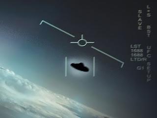 Cena de um vídeo da Mariunha americana revelando um UFO que surgiu no radar de um caça F15 e disparou a 38 mil quilômetros por hora.