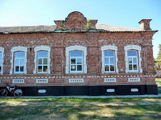 Миропілля. Вул. Сумська. Початкова школа. Колишній заїзд. XIX ст. Колишній будинок пристарілих