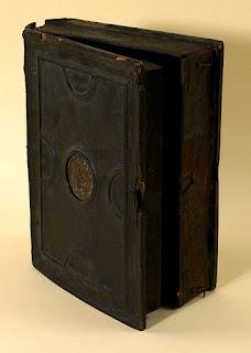 Le coffret en bois du Livre des Fontaines