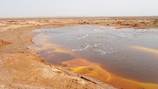 In the sulfur lake its possible to clean jewellery