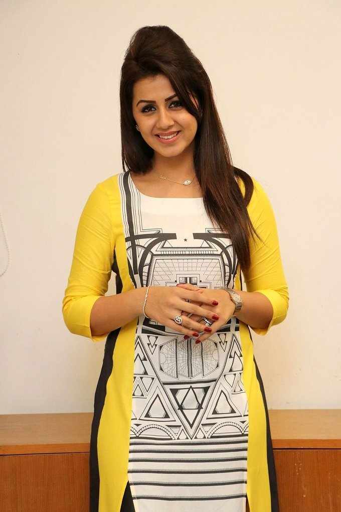 Nikki Galrani at Maragadha Naanayam Press Show Stills