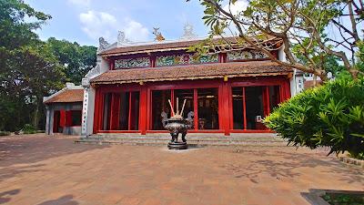 Hanoi świątynia Ngoc Son nad jeziorem Hoan Kiem