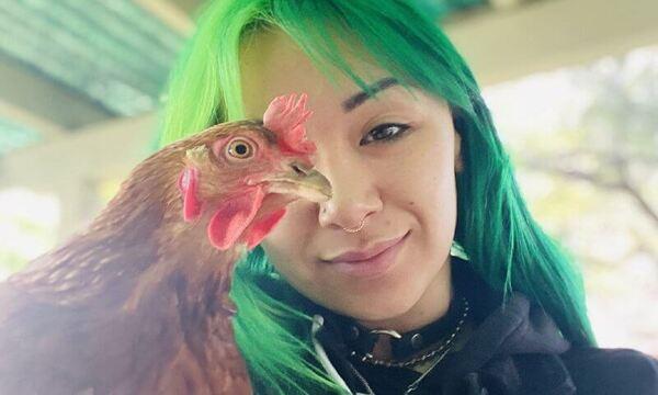 المصارعة شوتزي بلاك هارت تنعي بحزن شديد وفاة دجاجتها وتكشف عن دورها الكبير في التوقيع مع WWE